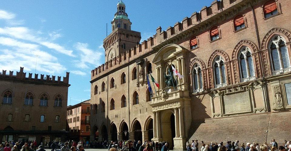 Image Description for http://80.88.88.181:8888/gpsviaggi/gpsviaggi/packages_photos/444/Bologna-Piazza-Maggiore-1.jpg