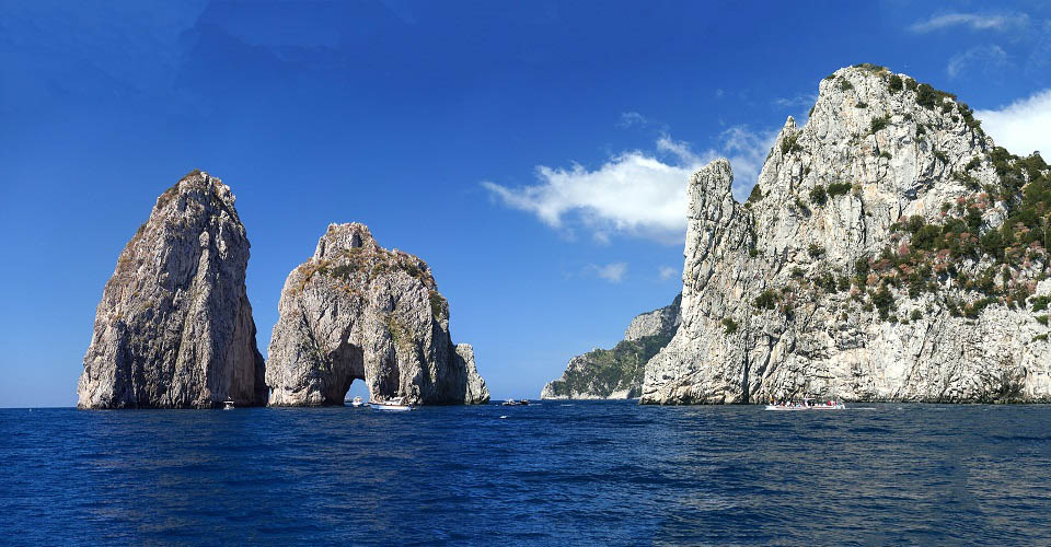 Image Description for http://80.88.88.181:8888/gpsviaggi/gpsviaggi/packages_photos/467/Capri-faraglioni-2.jpg