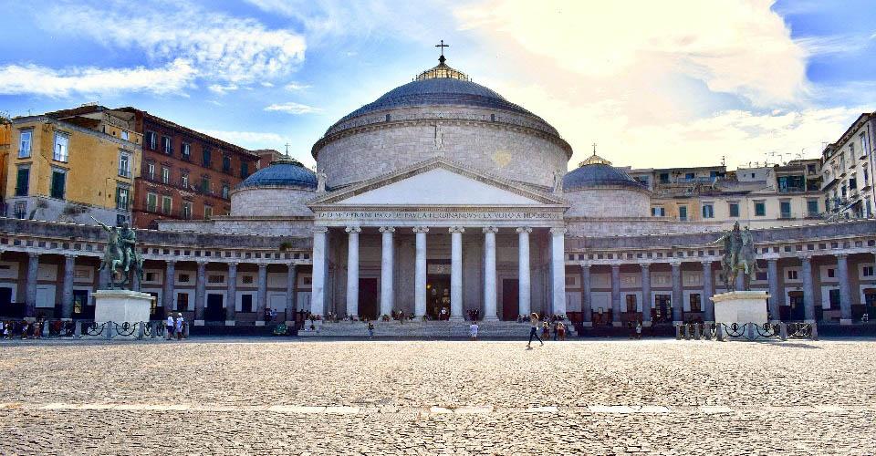 Image Description for http://80.88.88.181:8888/gpsviaggi/gpsviaggi/packages_photos/467/Napoli-Piazza-del-Plebiscito-1.jpg