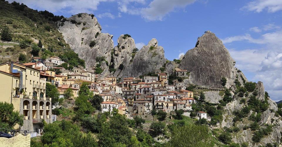 Image Description for http://80.88.88.181:8888/gpsviaggi/gpsviaggi/packages_photos/475/Castelmezzano-1.jpg