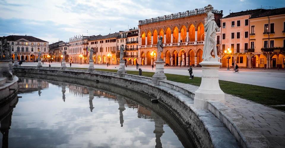 Image Description for http://80.88.88.181:8888/gpsviaggi/gpsviaggi/packages_photos/560/Padova-1.jpg