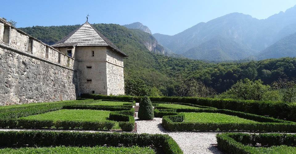 Image Description for http://80.88.88.181:8888/gpsviaggi/gpsviaggi/packages_photos/811/Castel-Thun-1.jpg