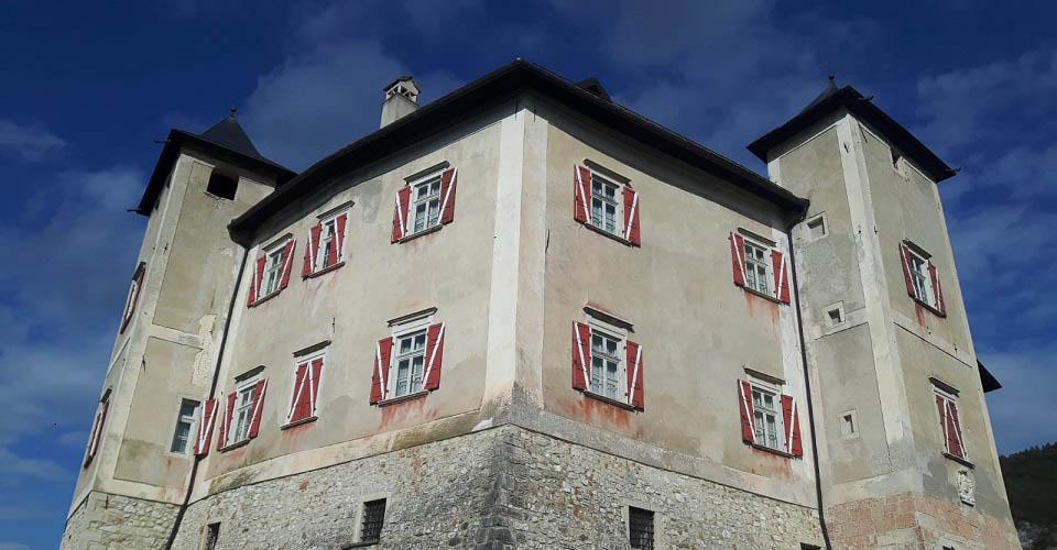 Image Description for http://80.88.88.181:8888/gpsviaggi/gpsviaggi/packages_photos/811/Castel-Thun-2.jpg