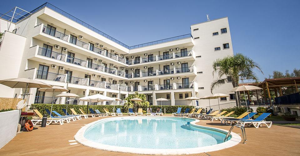 Image Description for http://80.88.88.181:8888/gpsviaggi/gpsviaggi/packages_photos/895/Tichos-hotel-piscina-1.jpg