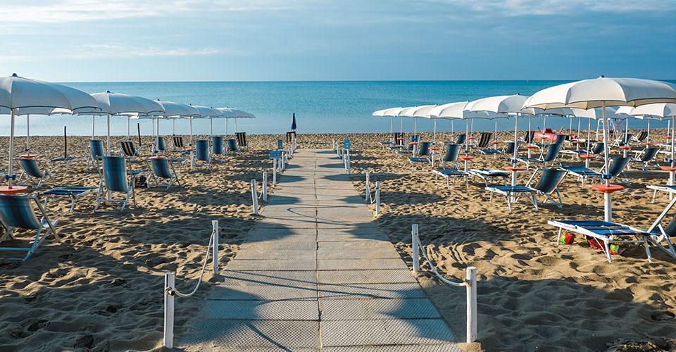 Image Description for http://80.88.88.181:8888/gpsviaggi/gpsviaggi/packages_photos/895/Tichos-spiaggia-2.jpg